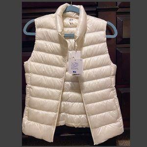 Uniqlo white puffer vest... NWT